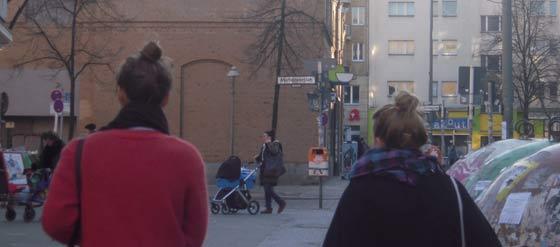 Duttträgerin in Kreuzberg