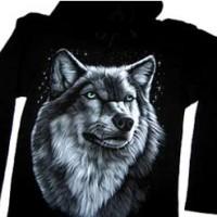 Pullover-mit-einem-Wolf