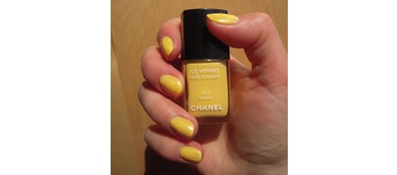 Meine gelben Fingernägel