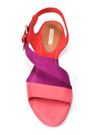 Colour Blocking flache Sandale von ZARA
