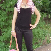 Tagesoutfit rosa Perücke