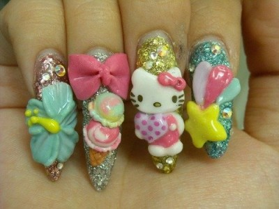 Fingernägel mit Hello Kitty