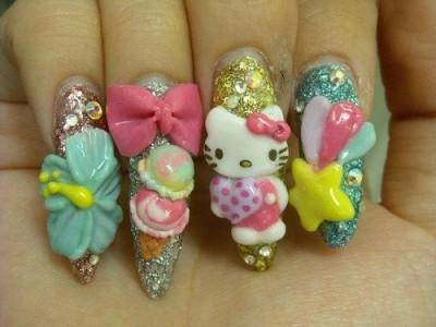 Fingernägel mit Hello Kitty