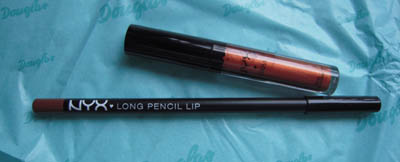 Round Lip Gloss und Long Pencil Lip Liner von NYX
