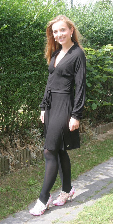 Tagesoutfit schwarzes Kleid Pussy Deluxe