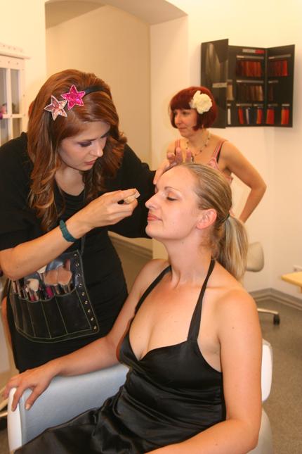 Lija von Hair Colada steht beratend zur Seite