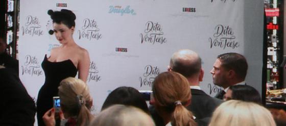 Bild Dita von Teese Live in Berlin bei Douglas Parfum