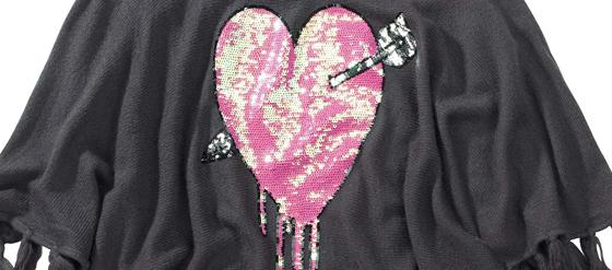 Detail Poncho von WILDFOX rosa Herz Pailletten