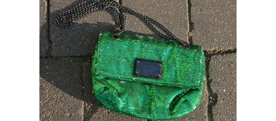 Meine neue grüne Pailletten-Tasche von Mango