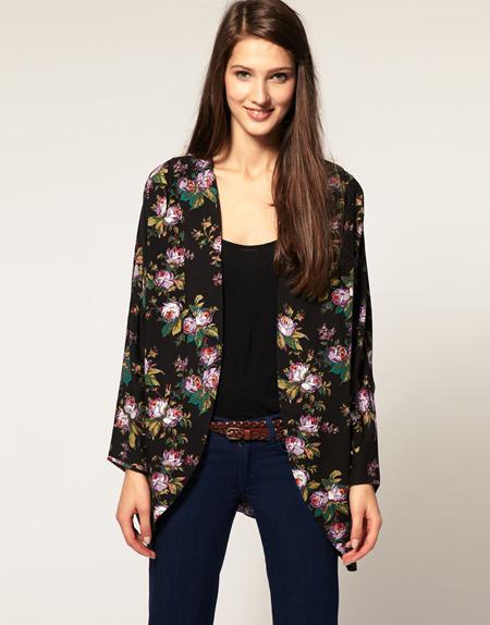 ASOS – Kimono mit winterlichem Blumenmuster