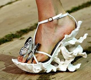 Alexander McQueen Schmetterlingsschuhe weiß 1