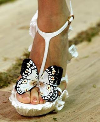 Alexander McQueen Schmetterlingsschuhe weiß 2