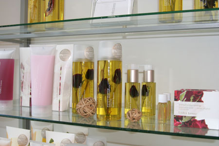 Luxuriöse Körperöle mit Rosen von Linden Leaves
