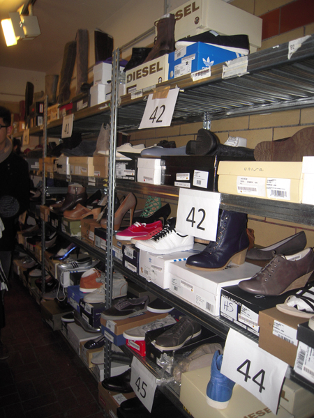 Schuhe beim 7trends Fashion Outlet Sale in Berlin