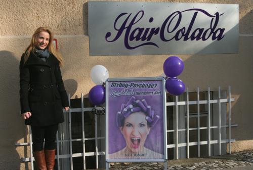 Vor dem Friseursalon HairColada in Berlin-Kreuzberg