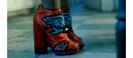 Schuhe Aura Dione Musikvideo Friends