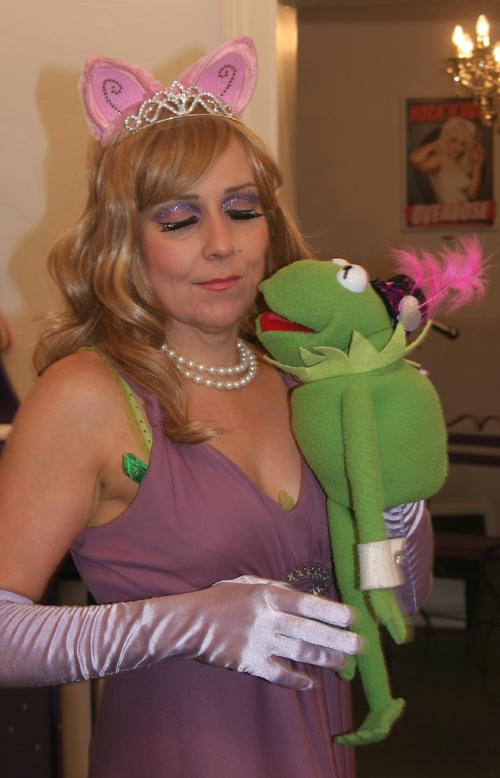 Show Kermits dunkle Seite Burlesque Sheera Champagne