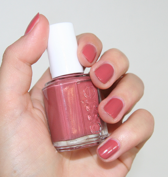 Essie Bikini so teeny Kollektion Nagellck All Tied Up 2