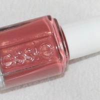 Essie Bikini so teeny Kollektion Nagellck All Tied Up