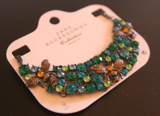 Meine neue Zara Halskette mit Glasbienen und Steinen 1