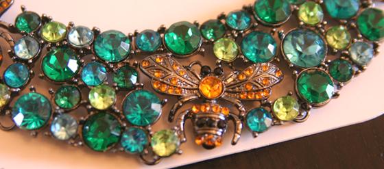 Meine neue Zara Halskette mit Glasbienen und Steinen