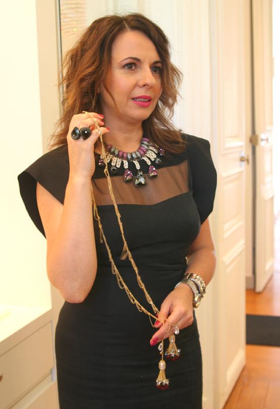 Nathalie Colin zeigt das Singapour Scarf Necklace