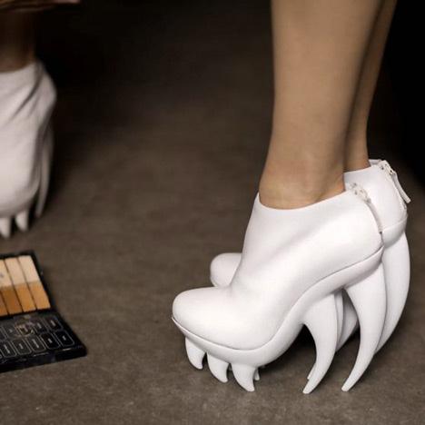 Fang Hai Zahn Schuh von Iris van Herpen und United Nude 2