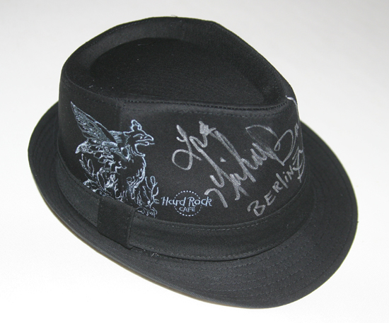 Hard Rock Cafe Berlin Hut mit Unterschrift Michael Bush