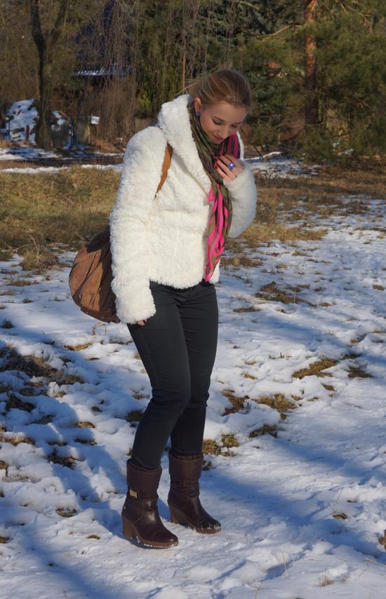 Ein Yeti im Schnee 01
