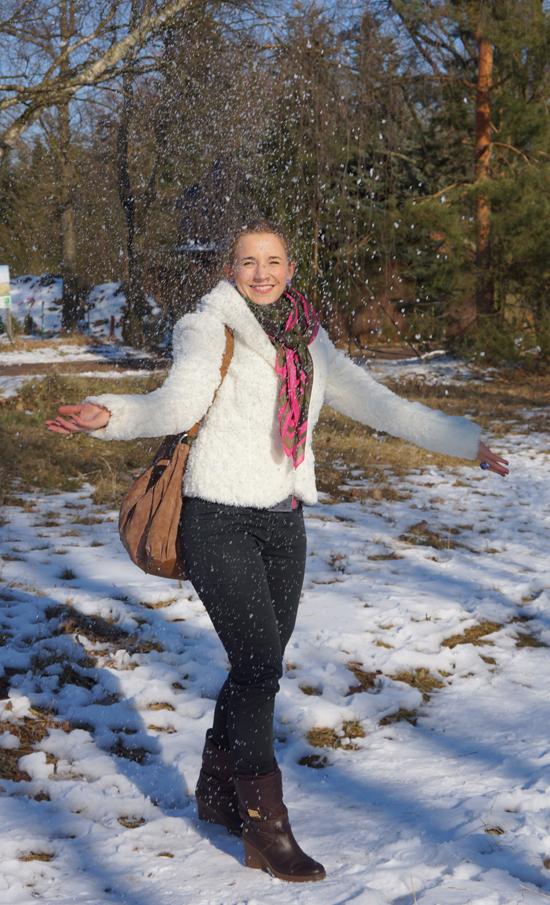 Ein Yeti im Schnee 02