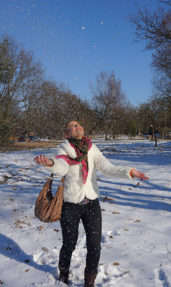 Ein Yeti im Schnee 03