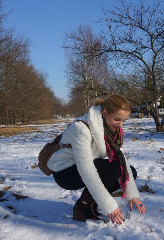 Ein Yeti im Schnee 04