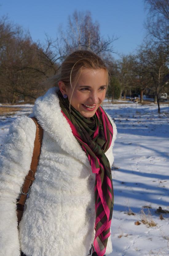 Ein Yeti im Schnee 05