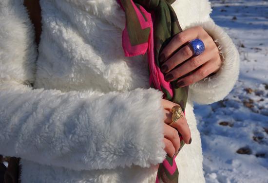 Ein Yeti im Schnee 08