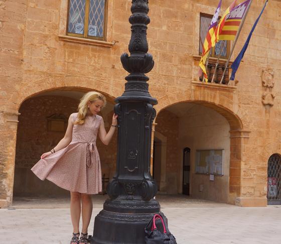 Chalotte Pulver Kleid 01