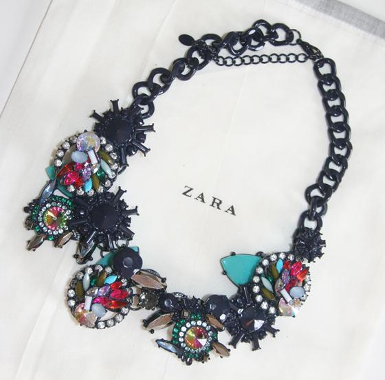 Zara Collier Kette mit geometrischen Steinen 01