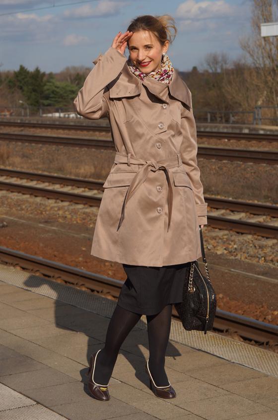 Outfit Trenchcoat mit asymmetrischem Kragen von Alfredo Pauly 04