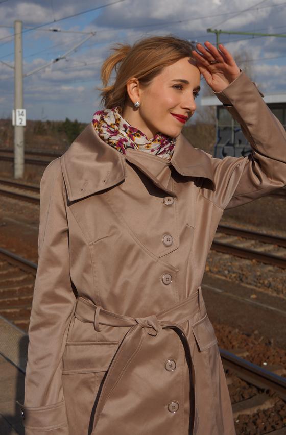 Outfit Trenchcoat mit asymmetrischem Kragen von Alfredo Pauly 06
