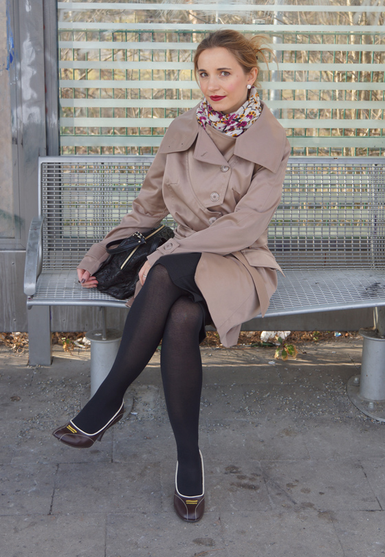 Outfit Trenchcoat mit asymmetrischem Kragen von Alfredo Pauly 10