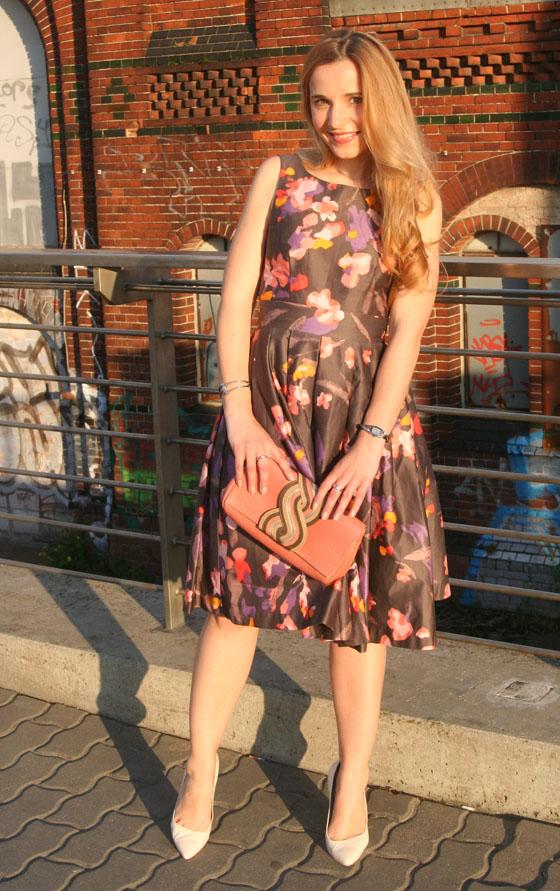 Gala Outfit Blumenkleid 04
