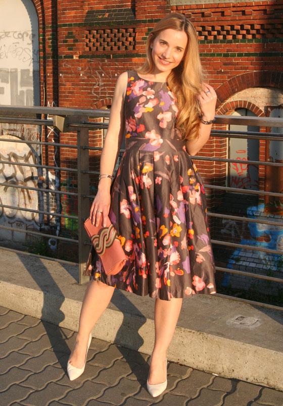 Gala Outfit Blumenkleid 05