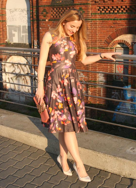 Gala Outfit Blumenkleid 06