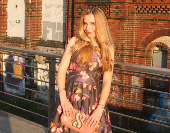 Gala Outfit Blumenkleid 08