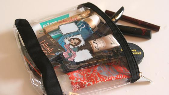 Plastiktasche Kosmetiktasche Handgepäck Flüssigkeiten bei Flugreisen