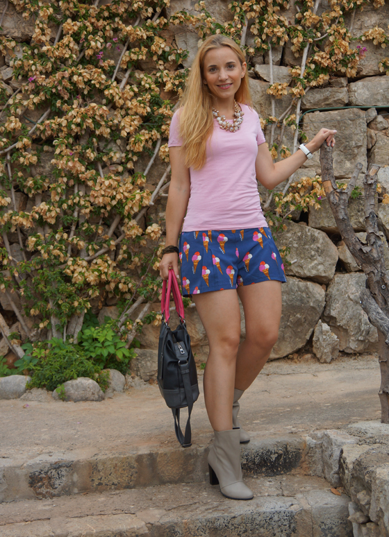 Laura Scott Stiefelette Outfit 02