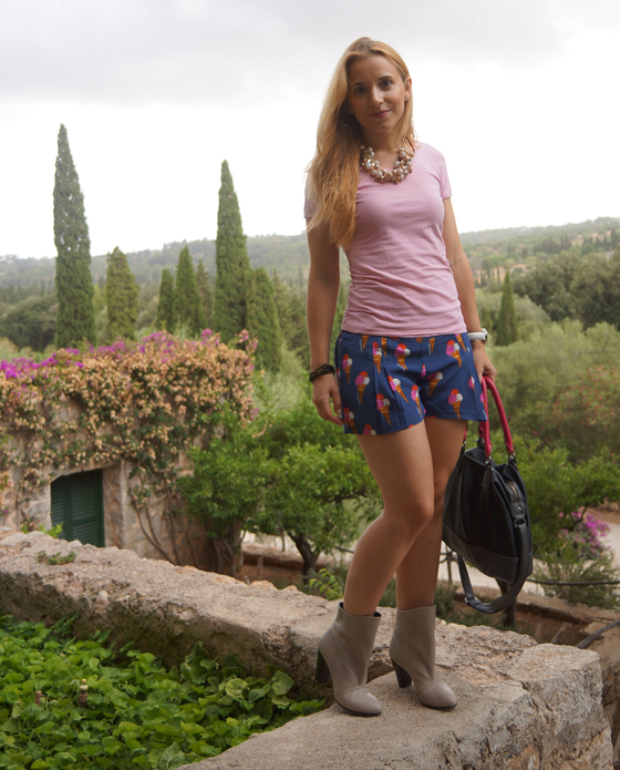 Laura Scott Stiefelette Outfit 07