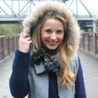 Outfit Blauer Mantel 01