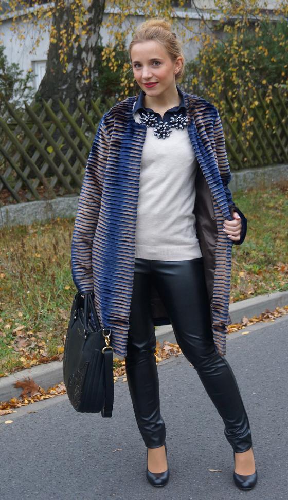 Sarah Kern Mantel Webpelz Outfit 03