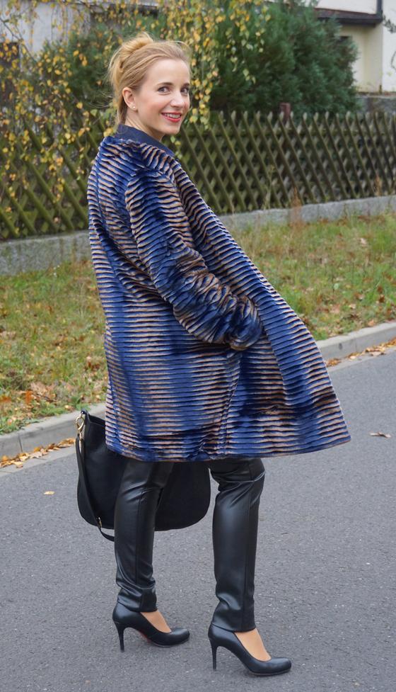 Sarah Kern Mantel Webpelz Outfit 04