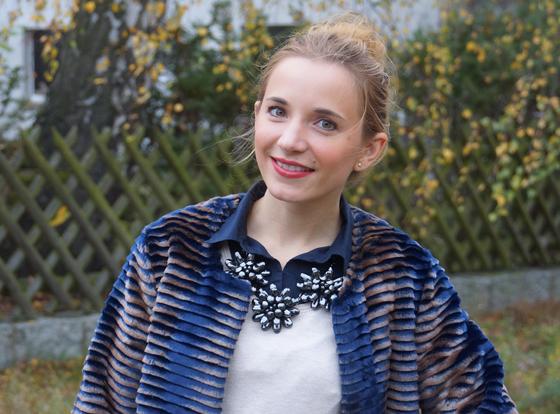 Sarah Kern Mantel Webpelz Outfit 07